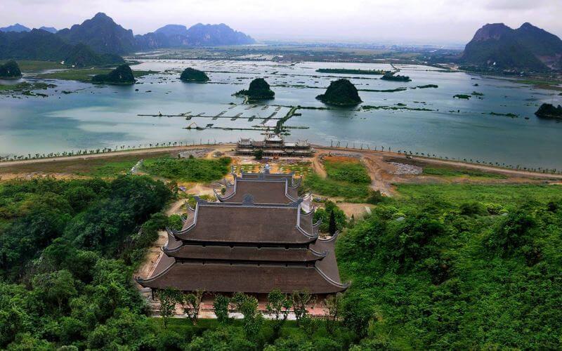 """Quần thể chùa Tam Chúc - """"Vịnh Hạ Long"""" trên cạn"""